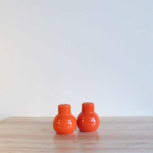 Vernon Kilns Early California Shakers Orange
